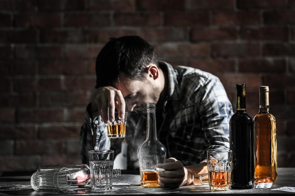お酒・たばこはなぜ体に悪い?健康への悪影響について解説
